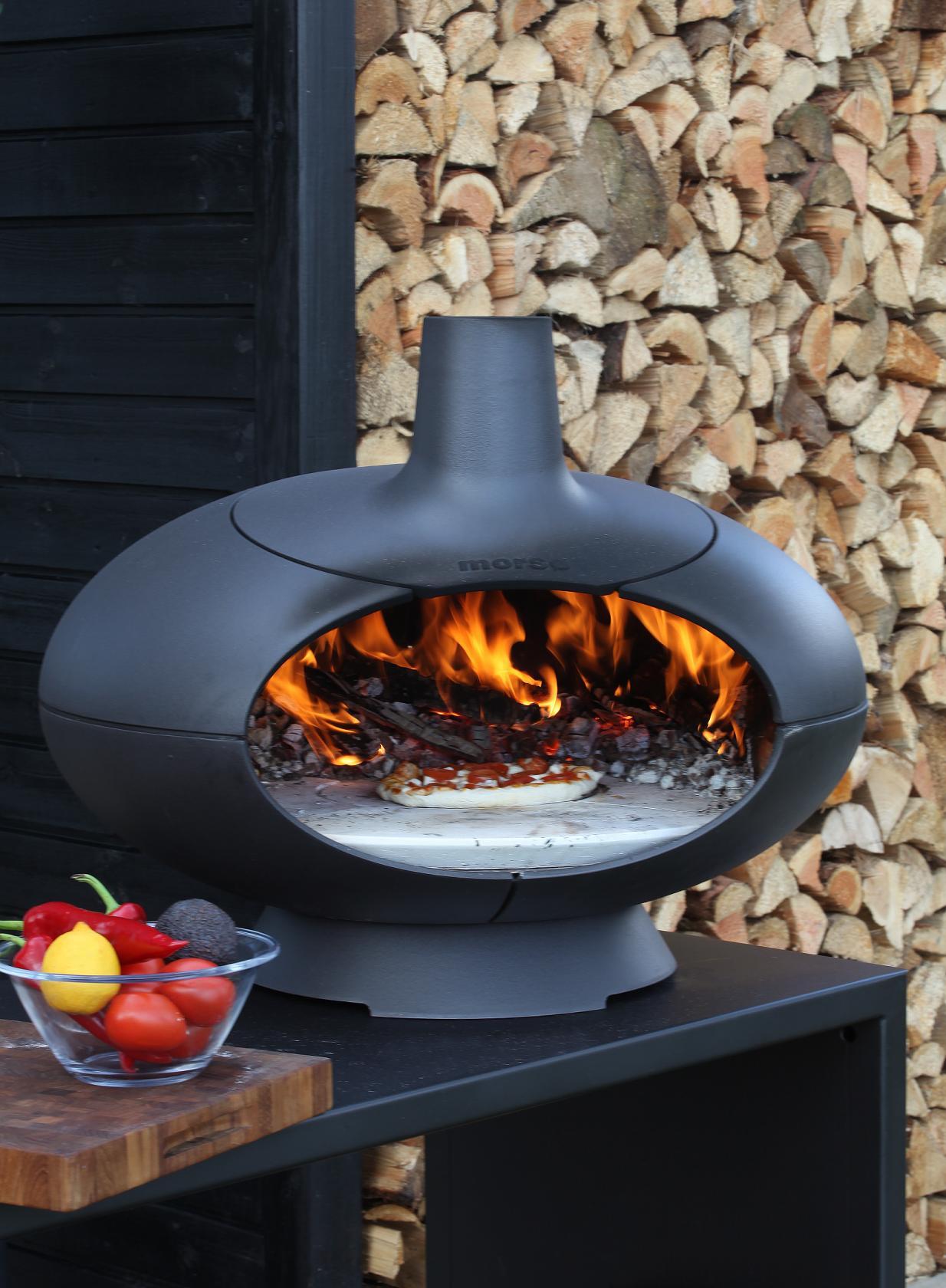 Der Morsø Forno ist Grill und offener Backofen in einem. Die Form des Ofeninneren ist einem italienischen Steinofen nachempfunden, das bietet ausreichend Platz zum Zubereiten der Speisen. Die gleichbleibende Wärmestrahlung…