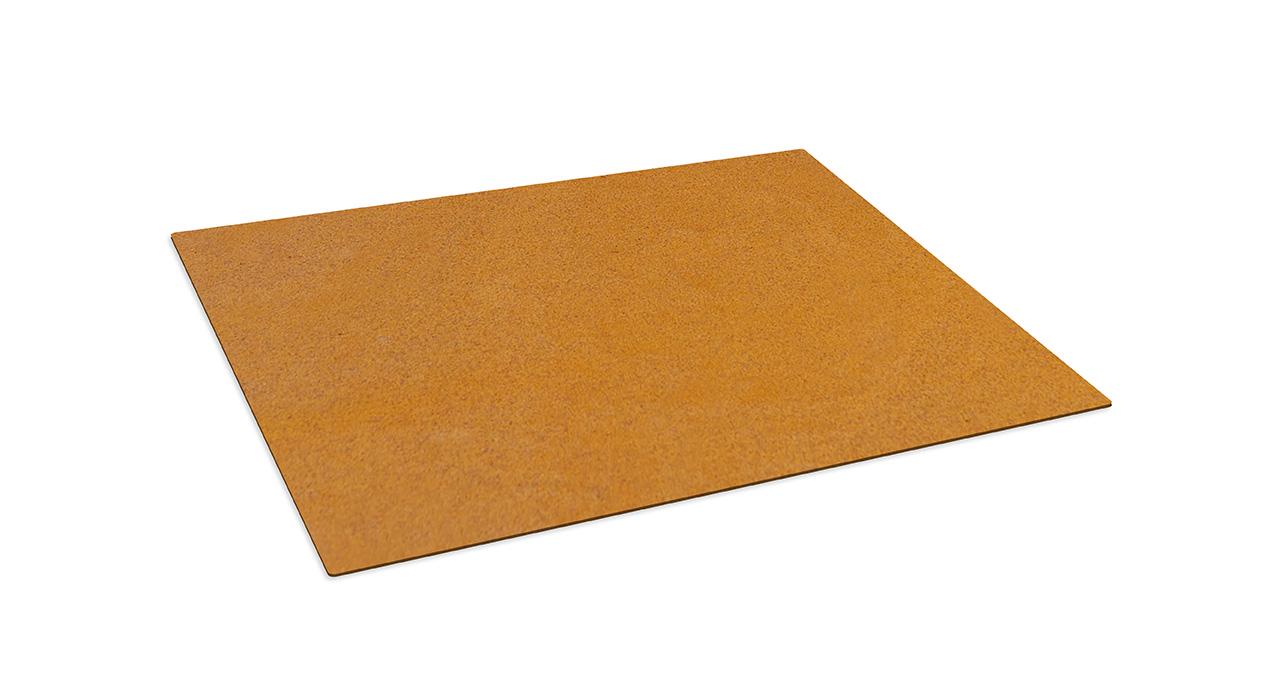 Die passende Bodenplatte für Ihren Gartenkamin, Modell Bijuga.  Die Auslieferung erfolgt im stahlblanken Zustand. Das Material patiniert je nach den Witterungsverhältnissen.(Durch den Einsatz einer Salz- oder Säurelösung kann die Rostbildung beschleunigt…