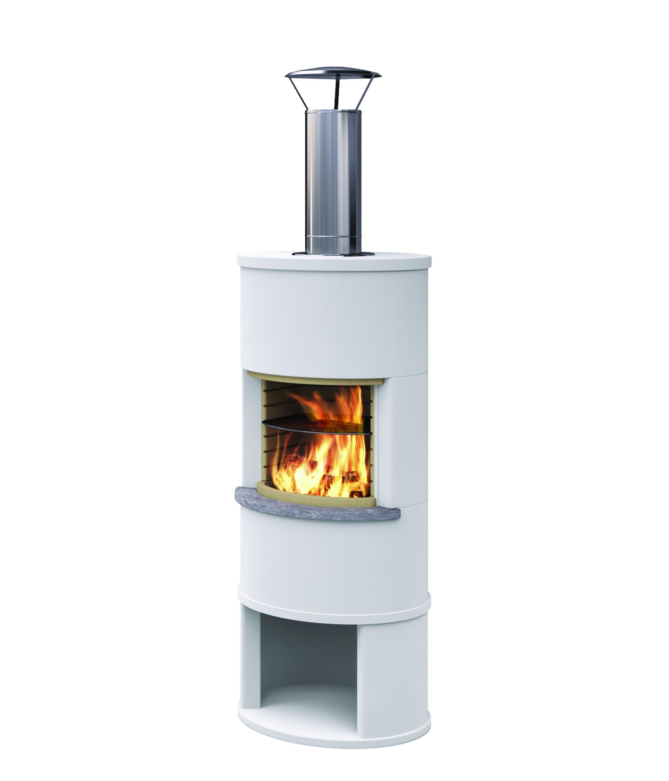 Roma Garden hat eine Brennkammer mit schönen hellen Thermottesteinen und einen Grillrost als Zubehör. Ein Funkenschutz bieten wir separat an.  Durch die Höhe des Kamins hat man einen optimalenBlick auf die…