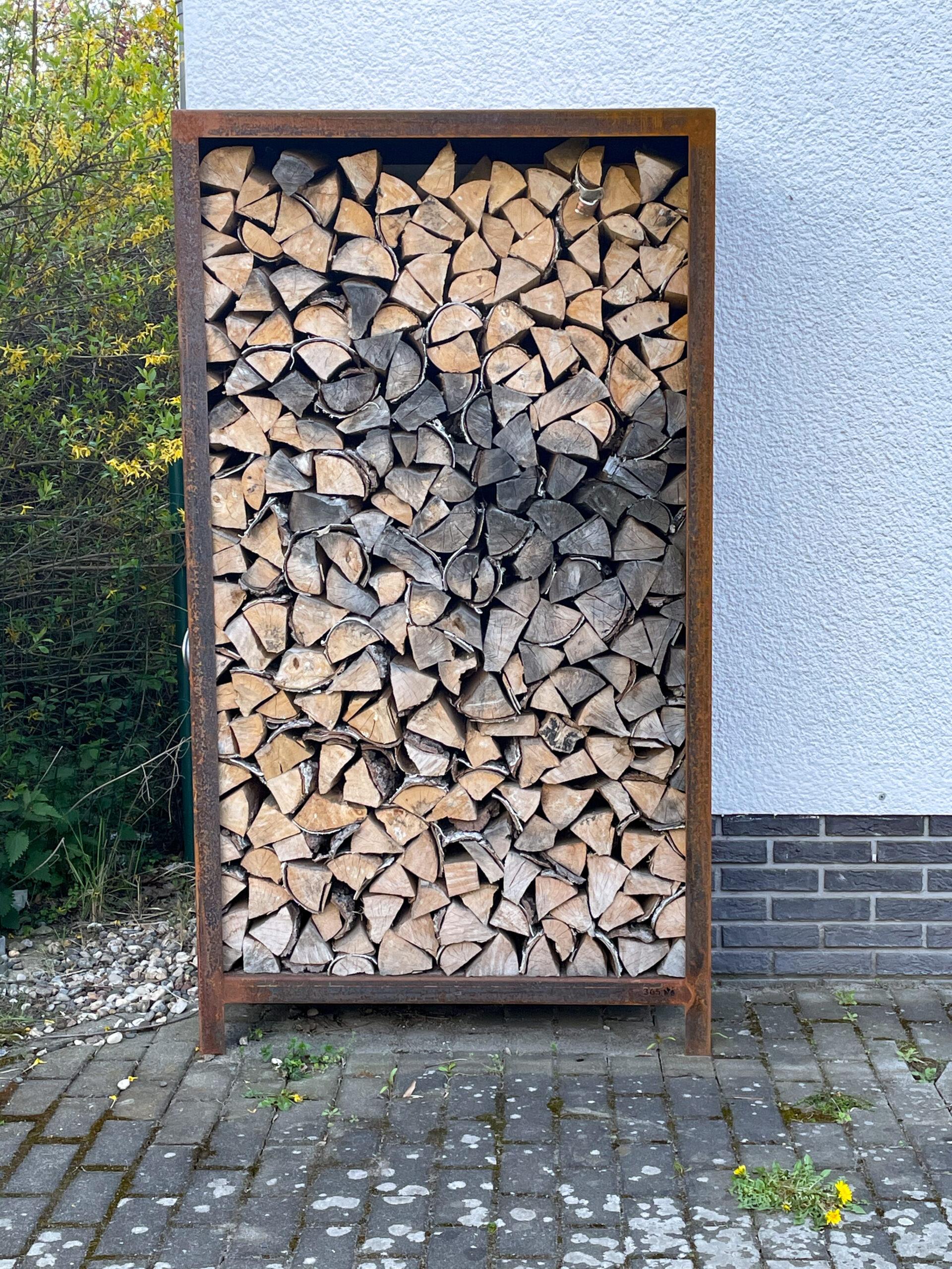 Holzlager aus unserer Ausstellung. Fassungsvermögen ca 0,75 qm  Höhe 1810 mm  Breite 1000 mm  Tiefe   400 mm  (Der Verkauf erfolgt ohne Holz.)  …